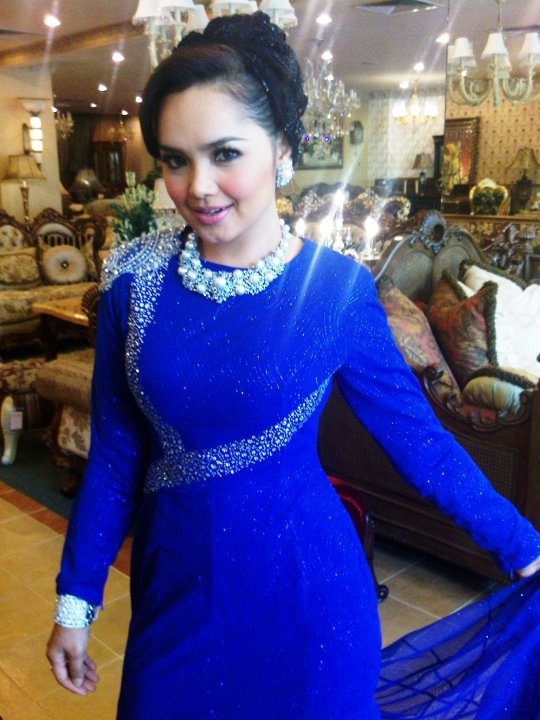 Siti Nurhaliza in blue luxury Rizman Ruzaini.
