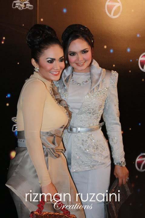 Siti Nurhaliza and Kris Dayanti @ Anugerah Industri Muzik 17 (AIM) 17